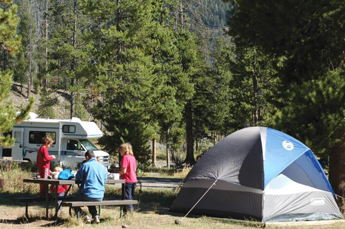 הזמנת קרוואן והזמנות לחניוני לילה - אוהל בשמורת ילוסטון