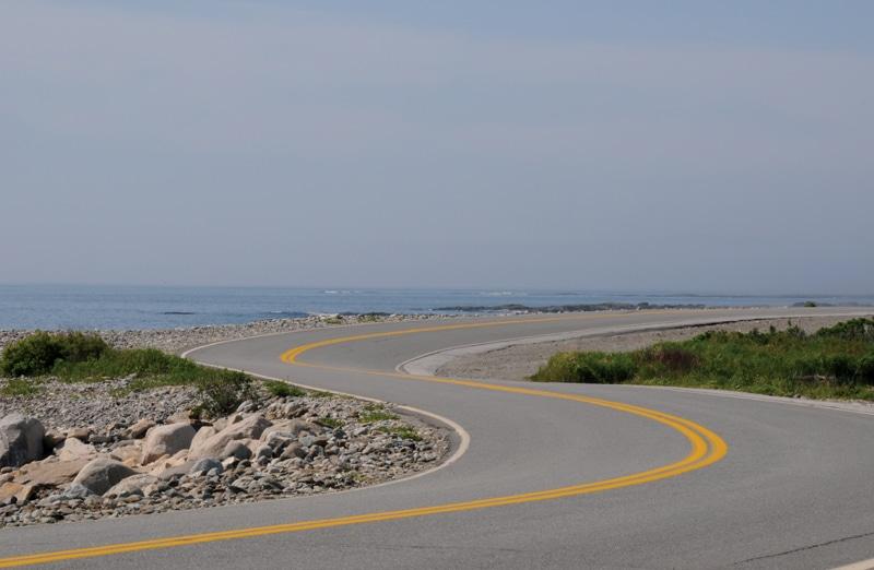 כביש ליד הים