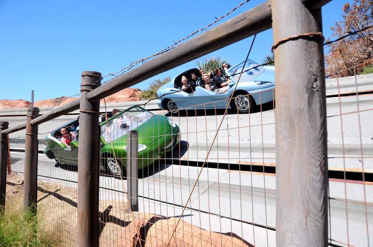 דיסנילנד מסלול מכוניות